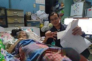 Mayor Isko distributes P100,000 checks to Manila centenarians