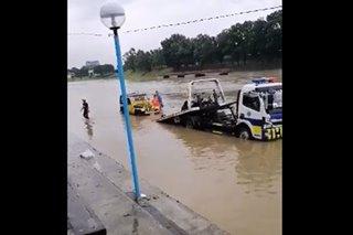 PANOORIN: Sasakyan inaahon mula sa Marikina River