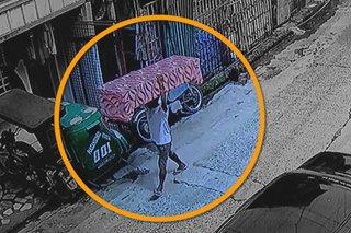 SAPUL SA CCTV: Lalaki tumangay ng bagong sofa sa QC