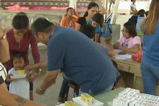 Pagkain, bitamina hatid sa mga nagpabakuna kontra polio