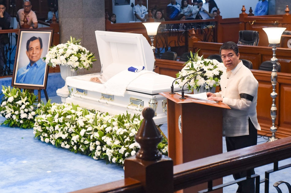 Senate pays respects to former Senate President Pimentel