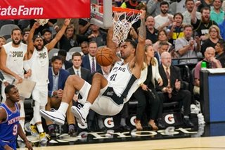 NBA: Veteran Spurs pull away from young Knicks in opener
