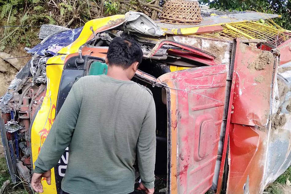 2 patay, 2 sugatan sa pagtagilid ng trak sa Agusan del Norte 1