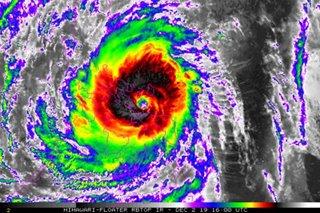 Typhoon Tisoy slams into Sorsogon