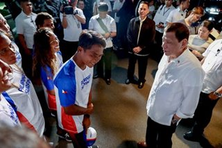 Duterte meets surfing champ Casogay
