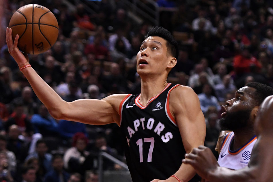 Lin leads Raptors to rout of Knicks; Lowry injured | AP sports