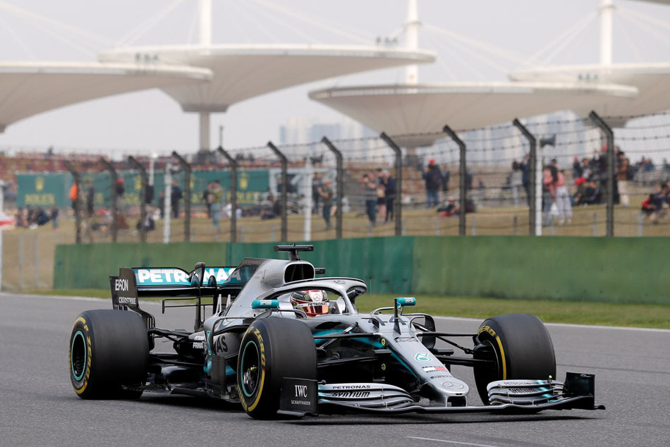 Bottas denies Hamilton pole in Shanghai