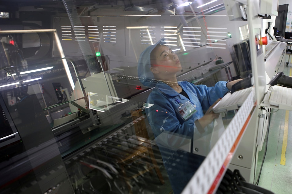 China's economy still faces pressure, policy steps starting to help - stats bureau