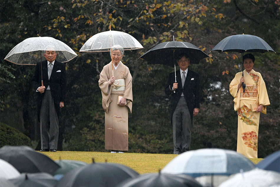 Japanese Emperor Akihito abdicates his throne