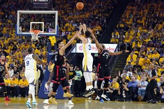 NBA: Curry's heroics not enough for Warriors