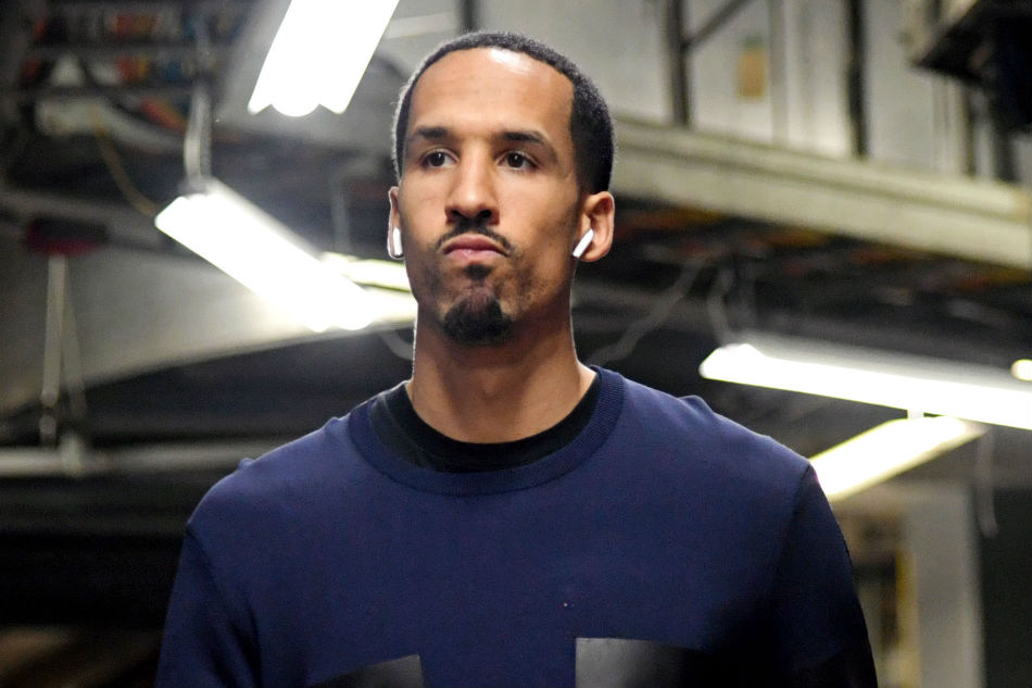 Warriors waive 3-time champ Livingston