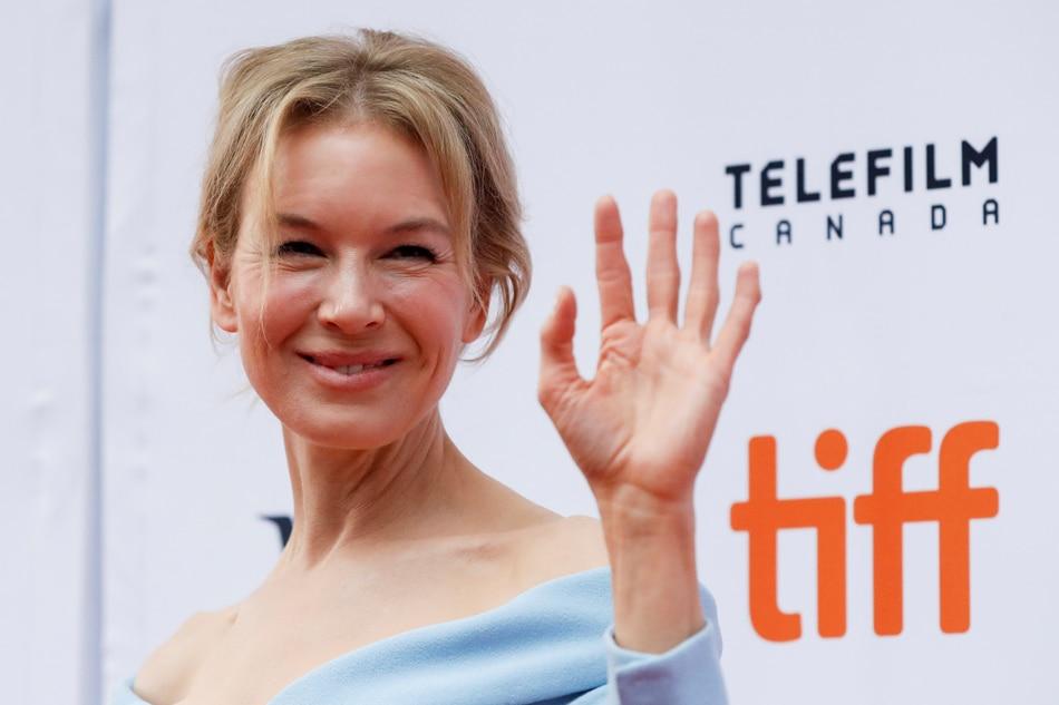 Renee Zellweger breaks down after getting standing ovation for 'Judy'