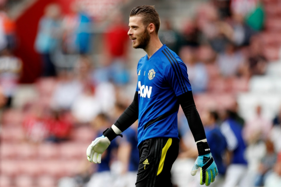 David De Gea renews contract with Manchester United