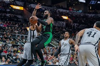 NBA: Celtics rout Spurs despite Hayward's injury
