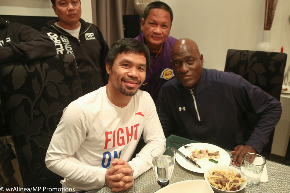 Mayweather, Pacquiao meet during National Basketball Association  game