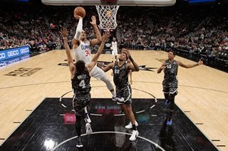 Harris, Clippers outlast Spurs for road win