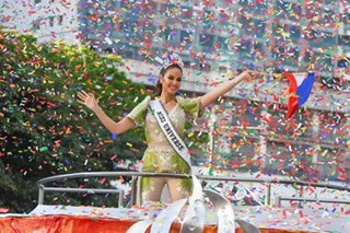 Thousands of Pinoys turn up for Catriona Gray's homecoming parade