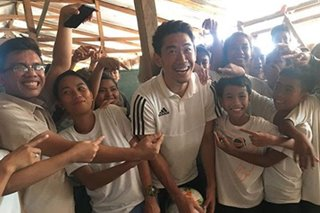 Japanese football star Shinji Kagawa visits Tacloban