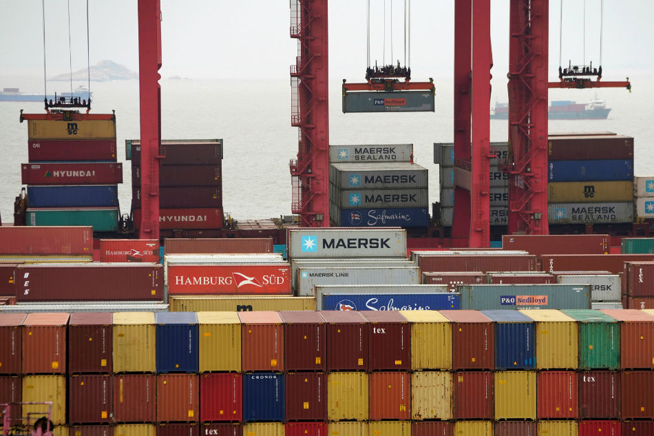 China's trade surplus with the US grew in 2018 but tariffs bite