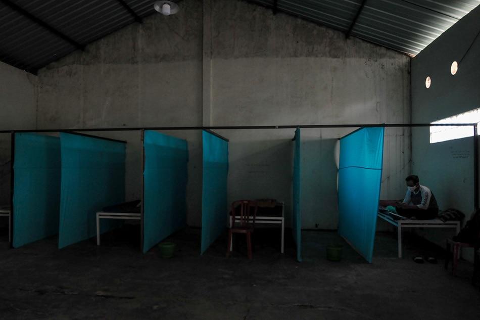 Indonesia locks virus violators in 'haunted house' 1