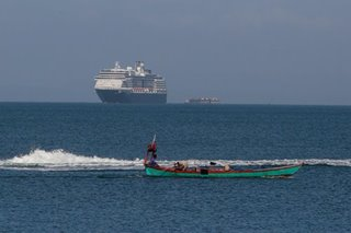 Cruise passengers scatter, take Cambodia bus tours despite virus fears