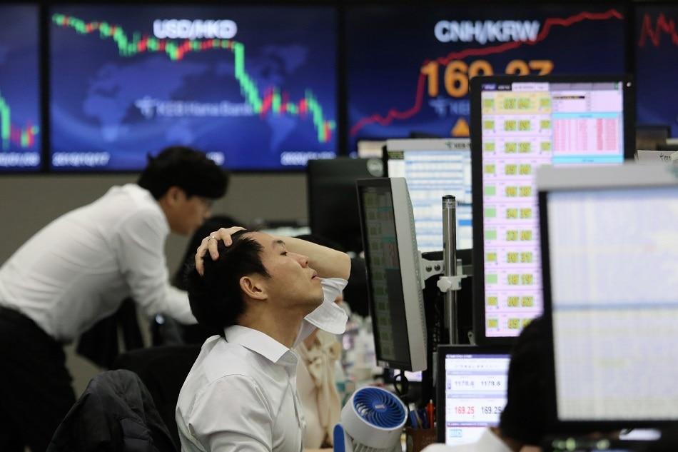 Asian markets fall further as new virus strain clouds near-term outlook 1