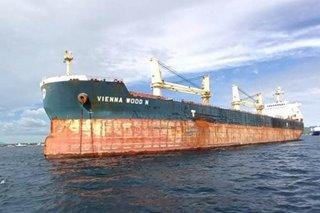 14 Pinoy pinaghahanap matapos bumangga ang bangka sa cargo ship