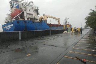 Cargo vessel sumadsad sa seawall ng SM Mall of Asia