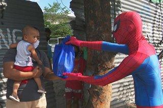 Mga lalaking naka-Spiderman costume namigay ng mga diaper, pambili ng gatas