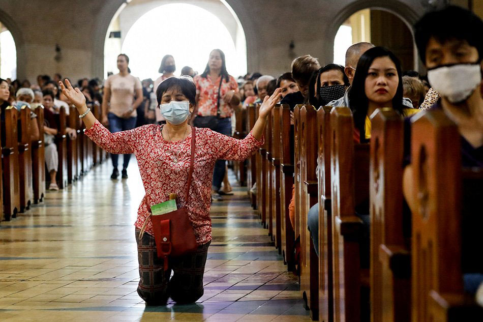 Face masks , no holding hand : CBCP issues guidelines for celebrating Mass in  new normal
