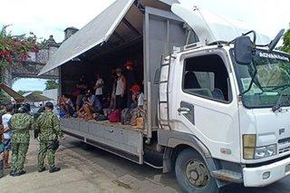 Mga construction worker sakay ng truck, hinarang sa Ilocos checkpoint
