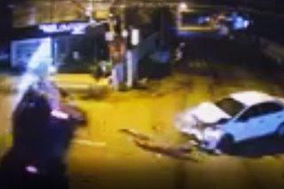SAPUL SA CCTV: Pick-up truck tumagilid matapos mabangga ng kotse sa Laoag