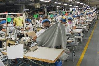 Ilang pabrika gumagawa ng mga PPE para matulungan ang mga manggagawa