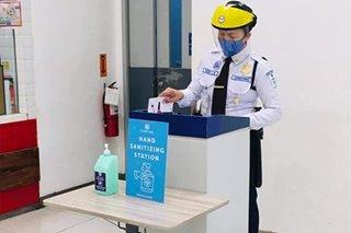Naiwang pouch na may lamang P146,000, ibinalik ng security guard sa may-ari