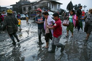 Thousands flee, flights canceled amid Taal eruption