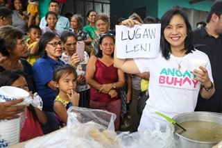 'Lugaw Leni': Robredo brings relief goods for evacuees in Batangas