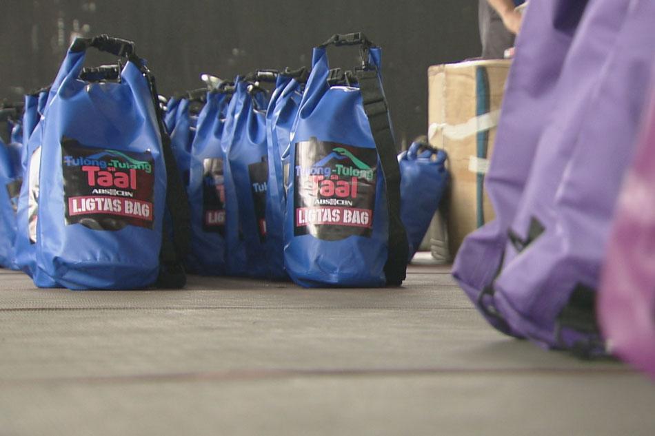 Mga 'Ligtas Bag' ipamamahagi sa mga apektado ng Taal eruption