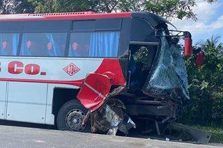 2 bus nagsalpukan sa CamSur; driver patay, 8 sugatan