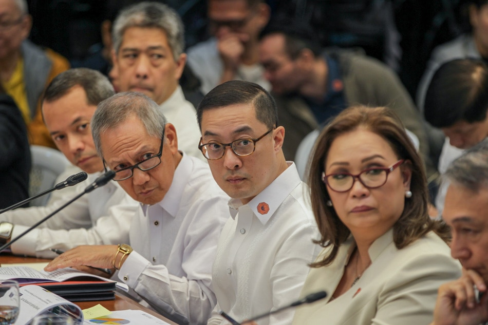 ABS-CBN executives appear before Senate