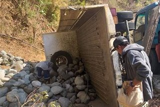 Lalaki patay, 10 sugatan sa naaksidenteng dump truck sa Ilocos Norte