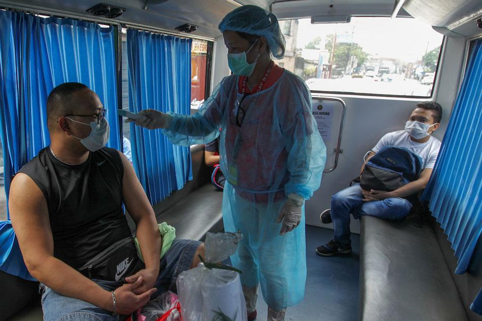 Health workers who die of COVID-19 should get hero's burial, says lawmaker 1