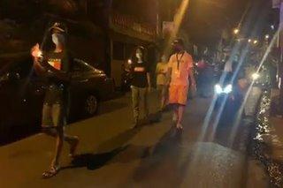 Curfew violators pinagpuprusisyson, pinagdadasal sa isang barangay sa Pasig