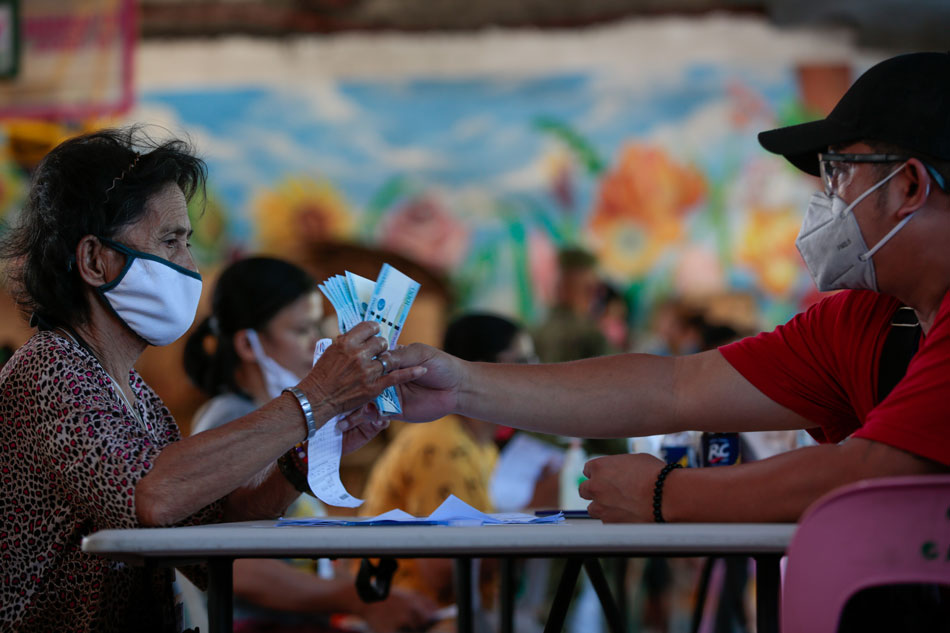DSWD hopes to finish distribution of cash aid by month's end