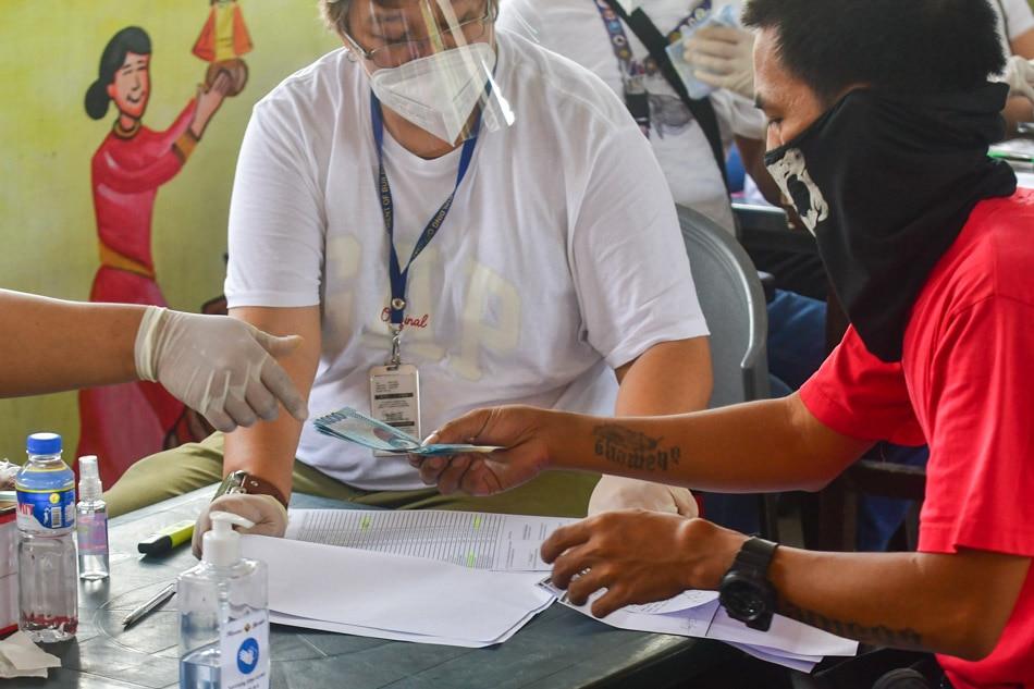 Brgy. Batasan Hills residents receive cash aid