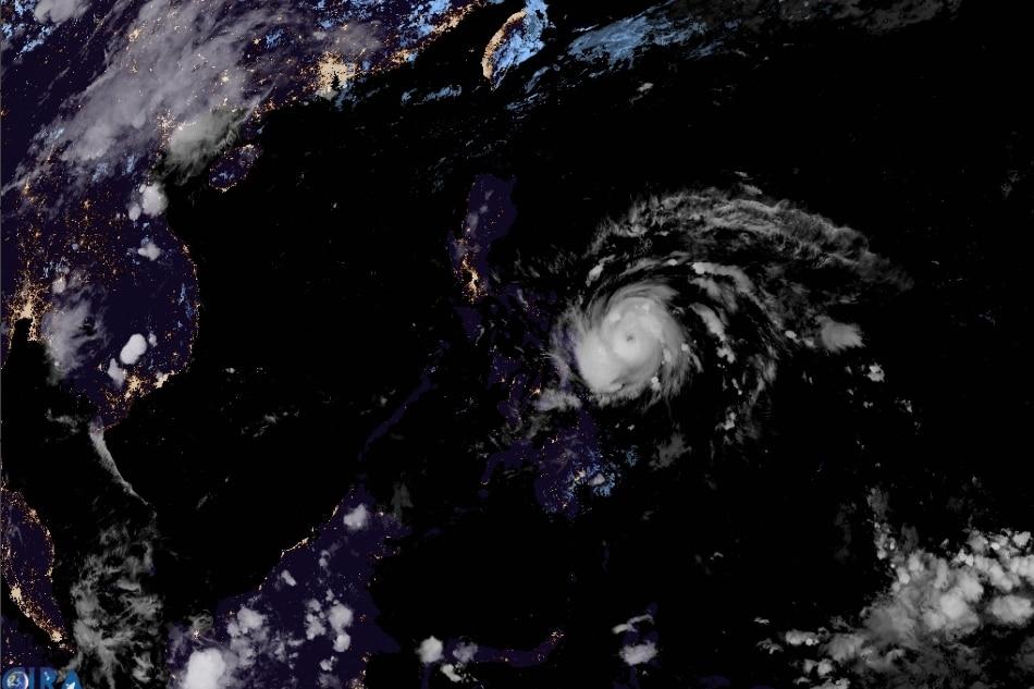 Typhoon Ambo barrels toward Eastern Visayas, Bicol 1