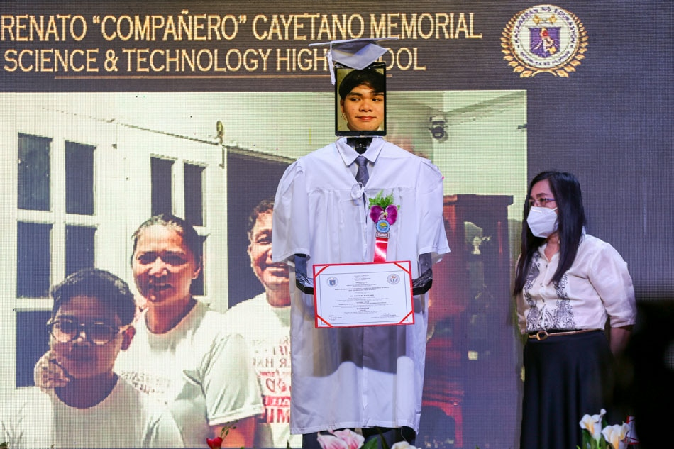 Taguig school holds cyber-graduation rites