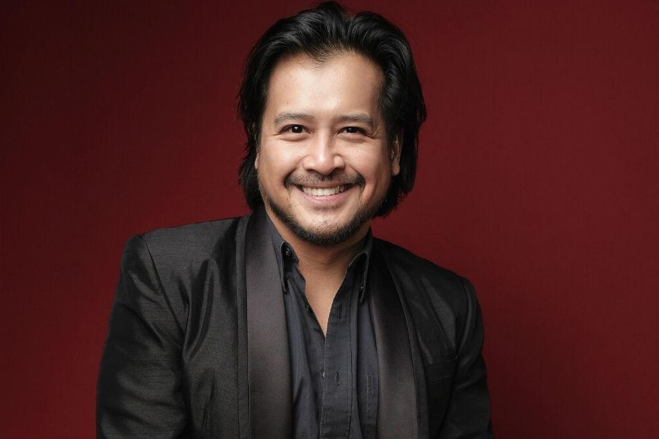 How theater actor Lorenz Martinez quit smoking 1