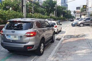 Mga sasakyang nakaharang sa bike lanes hinuli sa QC