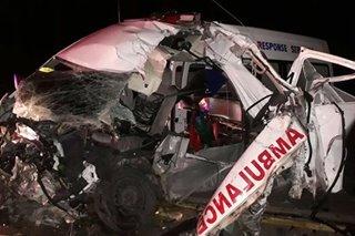 1 patay, 2 sugatan sa salpukan ng ambulansya at truck