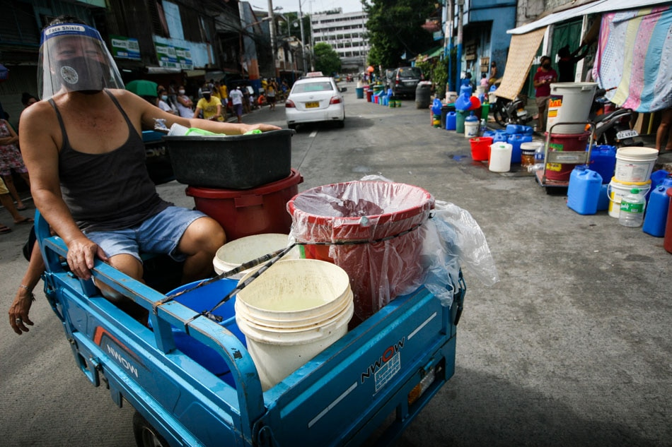 Busted water pipe in Manila causes water shortage